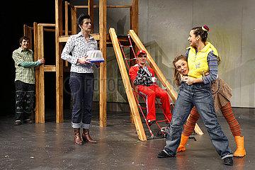 Grips Theater Berlin WEHR DICH  MATHILDA!