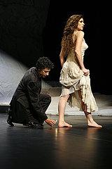 Tanztheater Wuppertal Pina Bausch ROUGH CUT