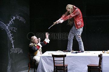 Maxim Gorki Theater Berlin DIE GOTTLOSEN - 2. TEIL: DAS HARTE BROT
