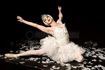 Les Ballets Trockadero de Monte Carlo THE SWAN