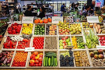 Bio-Gemuese und Bio-Obst im Bio-Markt  ANUGA Lebensmittelmesse  Koeln  Nordrhein-Westfahlen  Deutschland