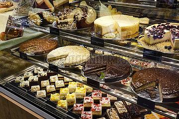 Kuchen in der Kuchentheke  ANUGA Lebensmittelmesse  Koeln  Nordrhein-Westfahlen  Deutschland