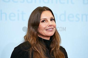 Berlin  Deutschland - Teresa Enke im Bundesgesundheitsministerium bei einem Pressegespraech.