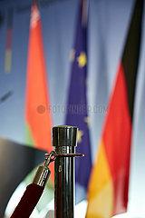 Berlin  Deutschland - Laenderflaggen hinter einer Asperrkordel im Aussenministerium.