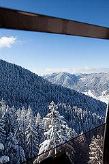 Mit Blick auf die Alpen