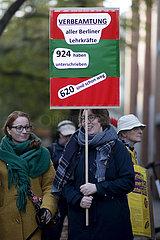 Protest fuer Verbeamtung von Lehrer - Parteitag SPD Berlin