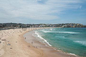Sydney  Australien  Blick auf den beruehmten Strand von Bondi Beach