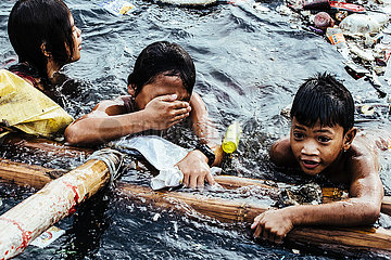 Floating Kids Manila in the Ocean of Plastic
