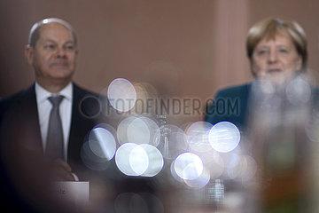 Scholz  Merkel  Kabinett - GroKo Halbzeitbilanz