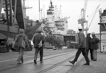 Warnow-Werft in Rostock  Maerz 1990