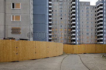 Leerstehendes Wohngebaeude in Wolfsburg-Westhagen  vorbereitet fuer den Abriss