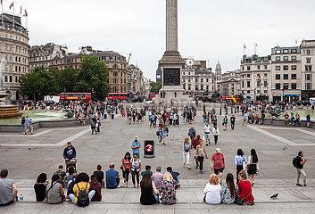 Trafalgar Square und das Denkmal fuer Admiral Nelson in London
