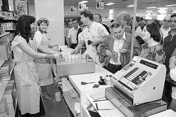 Waehrungsunion DDR  Verkaufsmesse in Bannewitz bei Dresden  Ende Juni 1990
