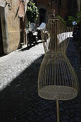 Mannequin aus Draht in Rom