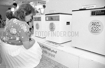 Waehrungsunion DDR  Verkauf von Waschmaschinen  Bannewitz bei Dresden  Juni 1990
