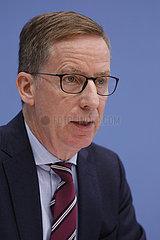 Bundespressekonferenz zum Thema: Oeffentliche Investitionen fuer ein zukunftsfestes Deutschland
