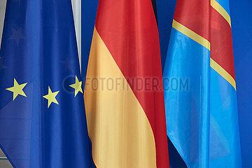 Berlin  Deutschland - Die EU-Fahne  die deutsche Nationalflagge und die Fahne der Demokratischen Republik Kongo.