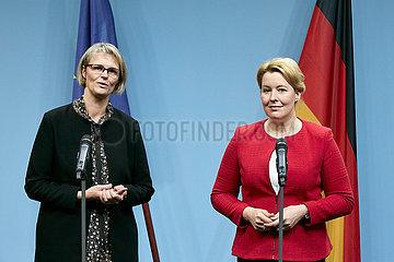 Berlin  Deutschland - Anja Karliczek und Dr. Franziska Giffey beim gemeinsamen Pressestatement.
