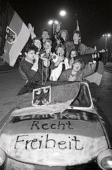 Deutsche Wiedervereinigung  Menschen feiern in Dresden  3. Oktober 1990