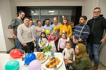 Fluechtlingsmaedchen Geburtstagsfeier