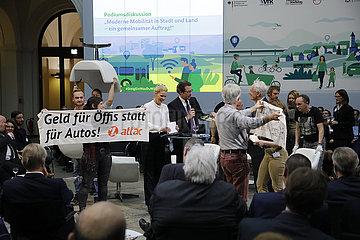 Podiumsdiskussion zum Thema Moderne Mobilitaet in Stadt und Land  ein gemeinsamer Auftrag   Bundesministerium fuer Verkehr und digitale Infrastruktur