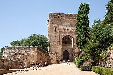 Ein Eingang zur Alhambra in Granada