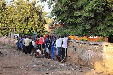 GUINEA-BISSAU-BISSAU-PRÄSIDENTSCHAFTSWAHL-MASSIVE TURNOUT