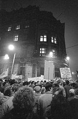 Montagsdemo  Sturm auf die Leipziger Stasi-Zentrale  Dezember 1989