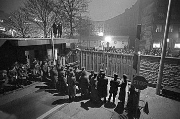 Sturm auf die Leipziger Stasizentrale  Dezember 1989
