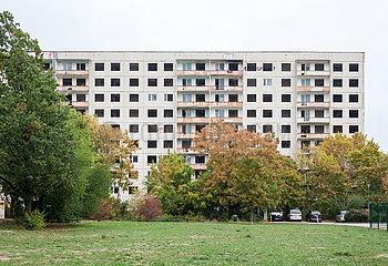 Leerstehender Plattenbau im Plattenbauviertel Halle-Neustadt