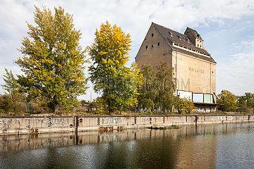 Ruinen der Getreidesilo der Hafen-Lagerhaus-Gesellschaft HA-LA-GE am Lindenauer Hafen in Leipzig-Lindenau