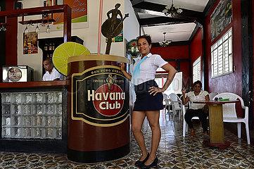 Kuba  Baracoa-Blick in eine Bar im Stadtzentrum