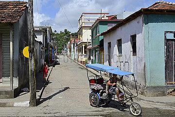 Kuba  Baracoa-Fahrradtaxi unterwegs im Stadtzentrum