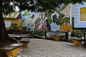 Kuba  Baracoa-Blick auf Wandmalerei in einem Park im Stadtzentrum