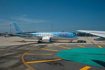 Phuket  Thailand  Boeing 787 Dreamliner Passagierflugzeug der TUI auf dem Flughafen Phuket