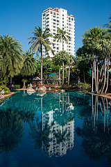 Phuket  Thailand  Hotelpool des Moevenpick Resort und Spa Karon Beach Phuket
