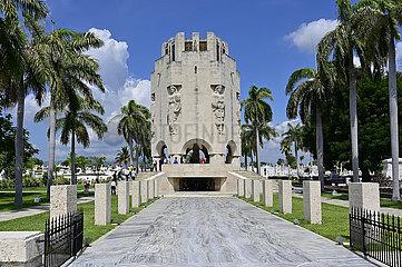 Kuba  Santiago de Cuba- Grabmonument von Jose Marti auf dem Friedhof Santa Ifigenia