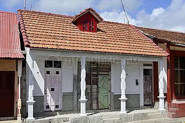 Kuba  Baracoa-Marode Hausfassade im Stadtzentrum