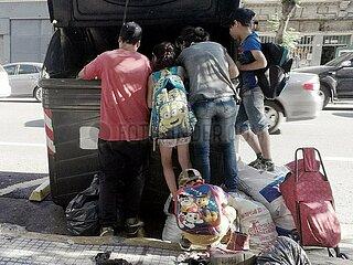 Argentinien: Eine arme Familie wuehlt im Muell