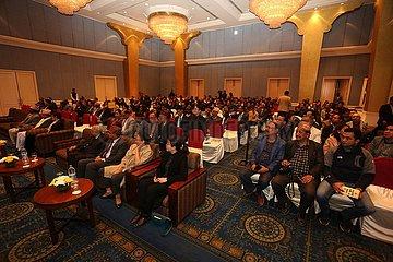 NEPAL-KATHMANDU-CHINA-BILDUNG-SAMMLUNG VON NEPALI STUDENTS