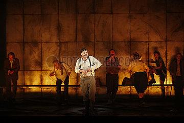 Berliner Ensemble GLAUBE UND HEIMAT