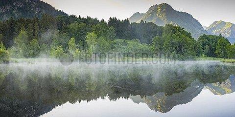 Moorweiher bei Oberstdorf  dahinter der Himmelschrofen  1791m  Oberallg?u  Allg?u  Bayern  Deutschland  Europa