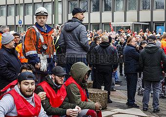 Stahlarbeiter demonstrieren bei ThyssenKrupp Steel  Duisburg  Ruhrgebiet  Nordrhein-Westfalen  Deutschland  Europa