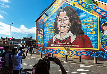 Grossbritannien  Nordirland  Belfast - Sinn-Fein-Gebauede mit Bobby-Sands-Portrait an der Falls Road  katholisches West Belfast