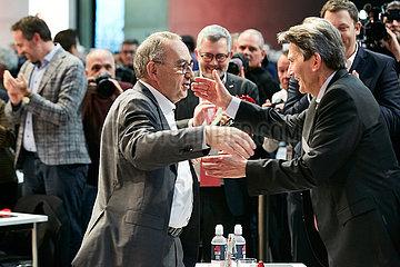 Berlin  Deutschland - Norbert Walter-Borjans nach Verkuendung des Wahlergebnisses zum Parteivorsitz beim Bundesparteitag der SPD.