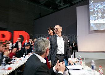 Berlin  Deutschland - Saskia Esken und Norbert Walter-Borjans auf dem Bundesparteitag der SPD.