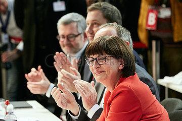 Berlin  Deutschland - Saskia Esken nach Verkuendung des Wahlergebnisses zum Parteivorsitz beim Bundesparteitag der SPD.