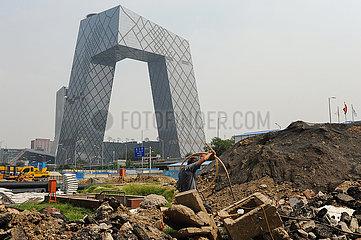 Peking  China  Baustelle im Zentrum der chinesischen Hauptstadt mit CMG Headquarters