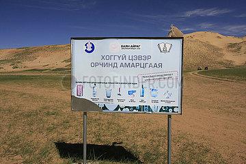 Schild gegen unerlaubt Muellentsorgung in der Mongolei