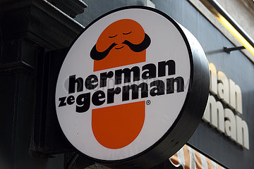 London  Grossbritannien  Logo des Fast-Food-Restaurants Herman ze German